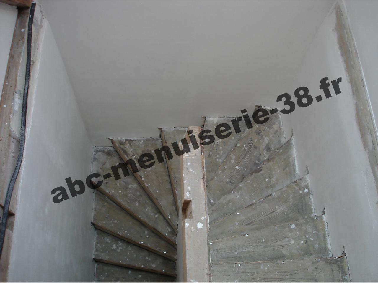 DSC01013 Escalier en rénovation, à recouvrire