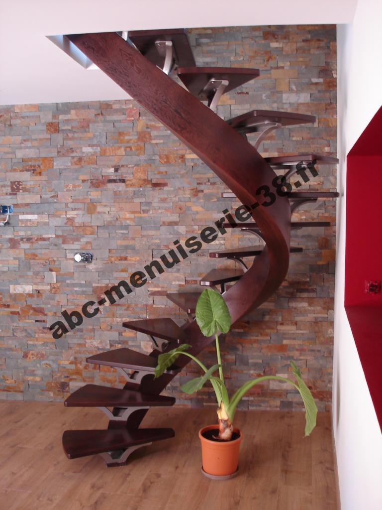 DSC01344 Escalier design avec support métallique
