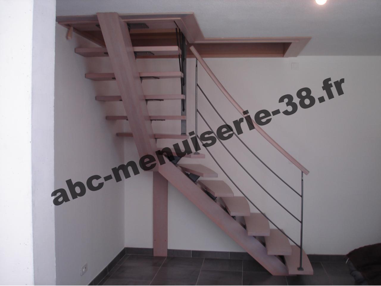 Escalier un quart tournant, en hêtre
